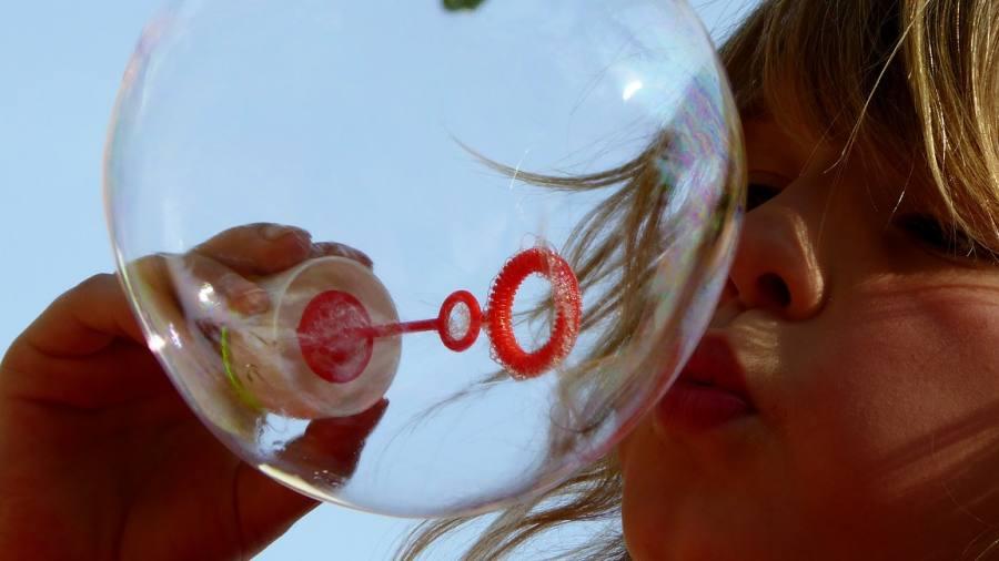 soap-bubbles-870342_1280