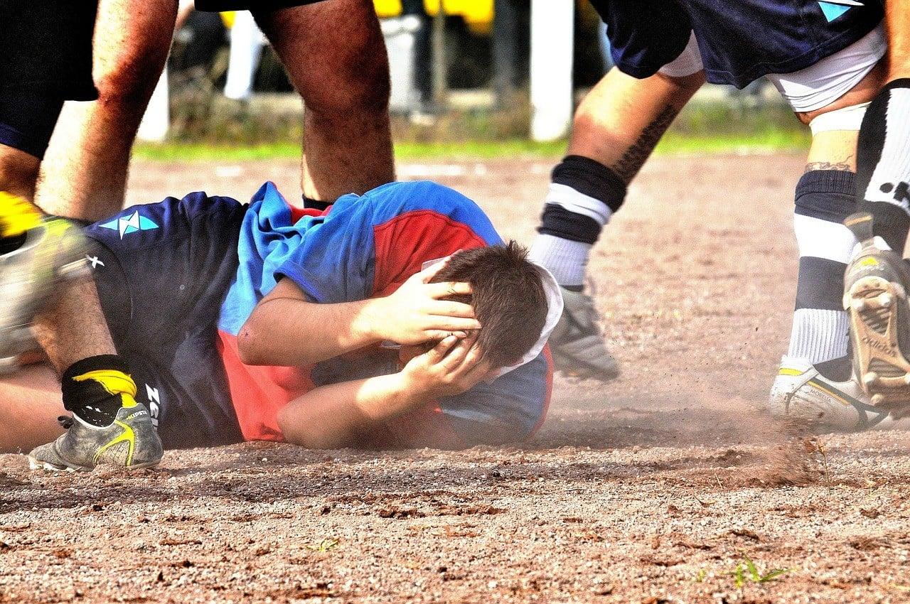 Lesioni fisiche al pene, come lesioni subite negli sport di contatto, possono causare parafimosi.