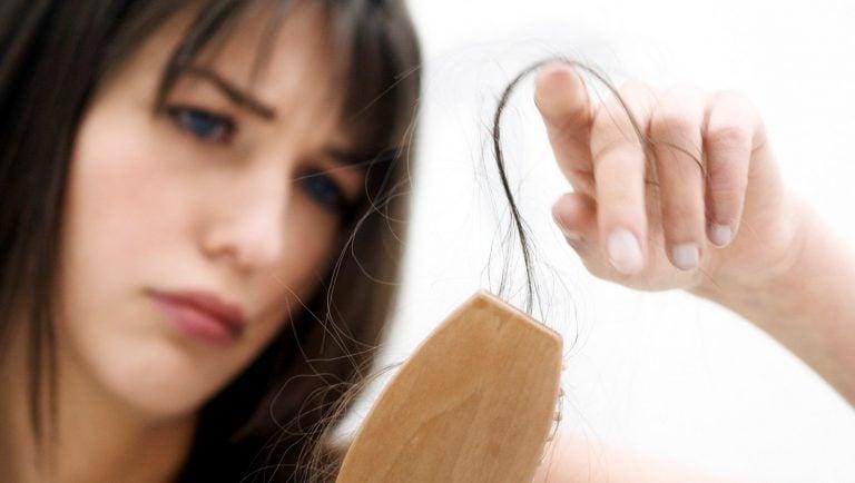 Telogen effluvium e diradamento dei capelli