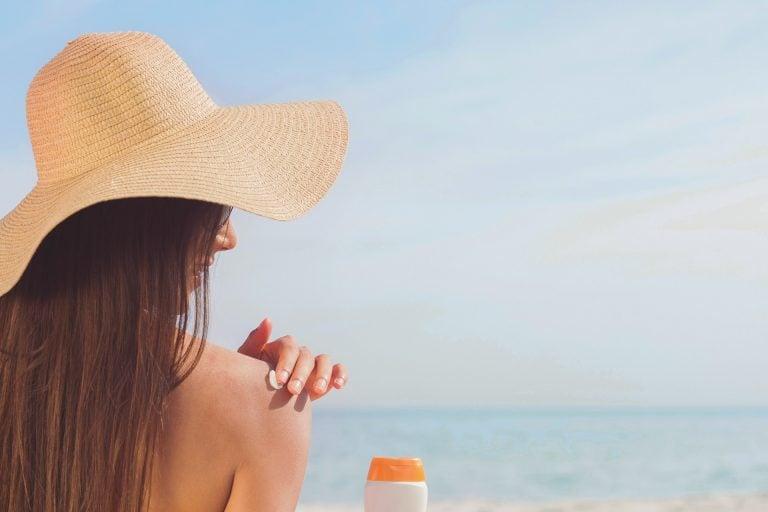 Crema solare e Vitamina D: è veramente necessario scegliere tra avere le ossa forti o avere il melanoma?