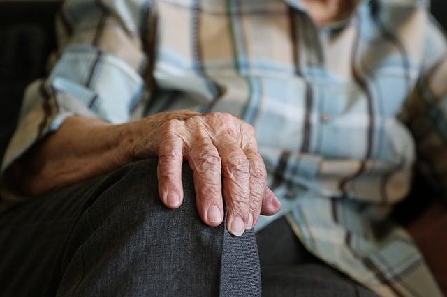 mani vecchio